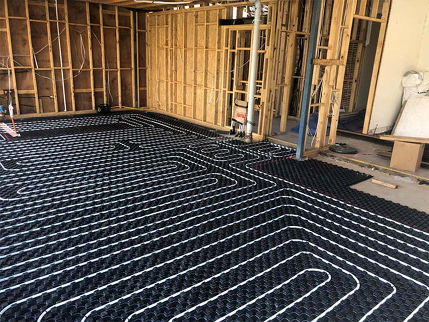 in screed floor heating installation